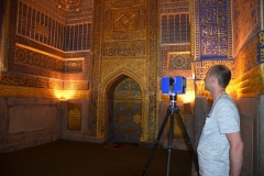 Registan. Scanning the interior of the Golden Mosque